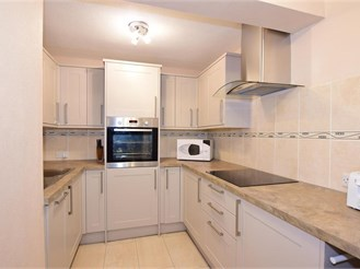 1 bed top floor flat in Chatham