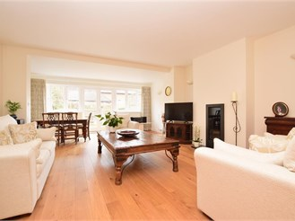 4 bed town house in Reigate