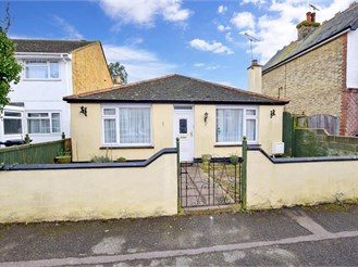 2 bed detached bungalow in Margate