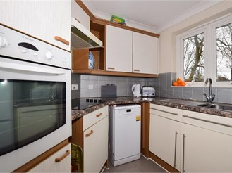 1 bed second floor apartment in Epsom