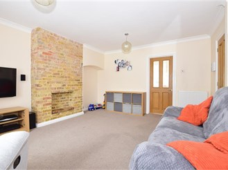 4 bed semi-detached house in Maidstone