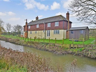 4 bed detached house in Appledore, Ashford