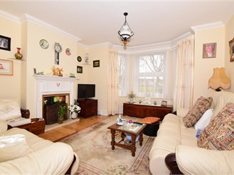 3 bed semi-detached house in Folkestone