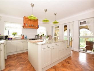 4 bed detached house in Cliftonville, Margate