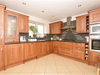 6 bed semi-detached house in Clayhall, Ilford