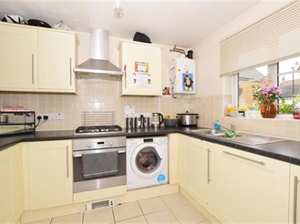 5 bed end of terrace house in Whitfield, Dover