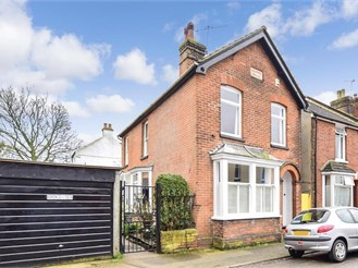 3 bed detached house in Canterbury