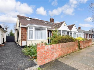 5 bed chalet bungalow in Barkingside, Ilford