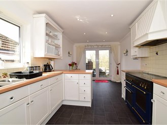 5 bed detached house in Walderslade, Chatham