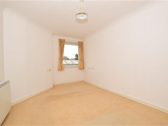 1 bed second floor flat in Cliftonville, Margate