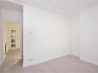 3 bed end of terrace house in Chatham