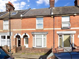 3 bed terraced house in Canterbury