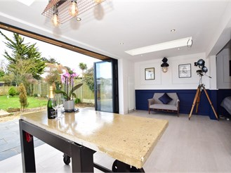 4 bed chalet bungalow in Kingsgate, Broadstairs