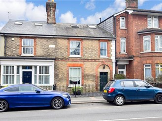 4 bed terraced house in Tonbridge