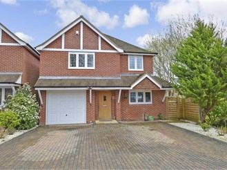 5 bed detached house in Petersfield