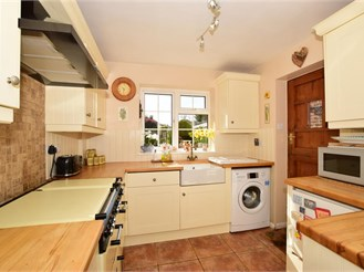 4 bed semi-detached house in Bearsted, Maidstone