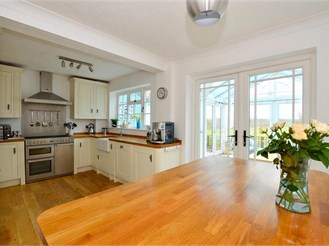 3 bed detached house in Marden, Tonbridge