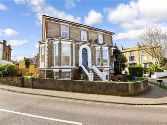3 bed ground floor apartment in Broadstairs