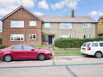 2 bed ground floor apartment in Rochester