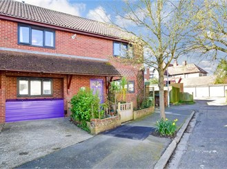 4 bed semi-detached house in Folkestone