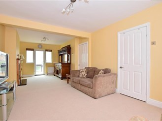 4 bed end of terrace house in Hainault