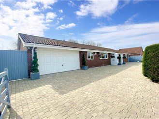 4 bed detached bungalow in Kingswood, Maidstone