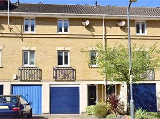 3 bed town house in Rochester