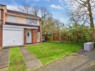 3 bed end of terrace house in Hornchurch