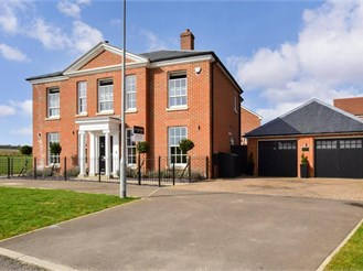 5 bed detached house in Whitfield, Dover