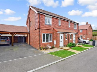3 bed semi-detached house in Upper Harbledown, Canterbury