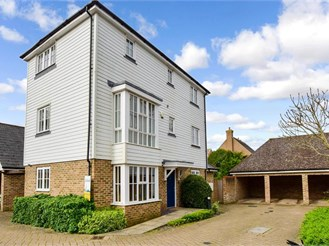 5 bed detached house in Kings Hill, West Malling