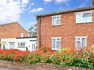 3 bed semi-detached house in Hildenborough, Tonbridge