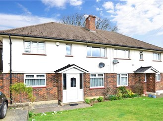 2 bed ground floor maisonette in Lords Wood, Chatham