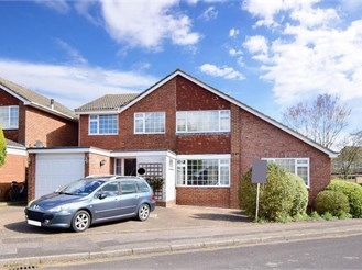 4 bed detached house in Tonbridge