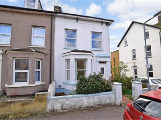 4 bed semi-detached house in Birchington