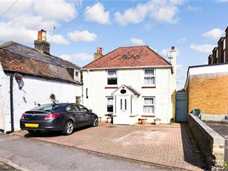 4 bed detached house in Deal, Kent