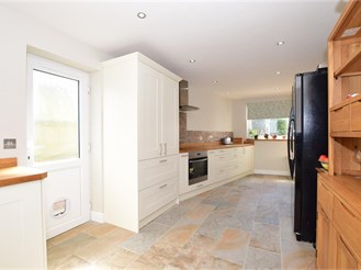 3 bed semi-detached house in Coxheath, Maidstone