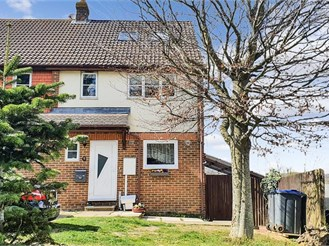 5 bed end of terrace house in Chartham, Canterbury