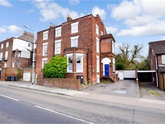 6 bed semi-detached house in Canterbury