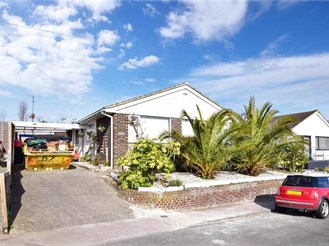 3 bed detached bungalow in Broadstairs