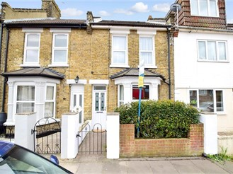 3 bed terraced house in Strood, Rochester