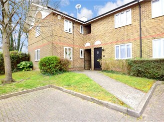 2 bed first floor maisonette in Chatham