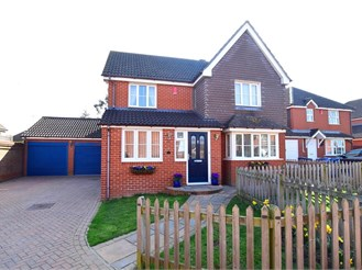 4 bed detached house in Ashford