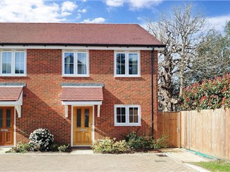2 bed semi-detached house in Hawkhurst, Kent