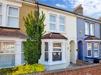 3 bed terraced house in Frindsbury, Rochester