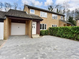 3 bed semi-detached house in Walderslade Woods, Chatham