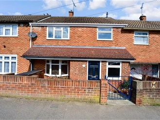 3 bed terraced house in Walderslade, Chatham