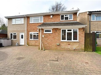 6 bed detached house in Strood, Rochester