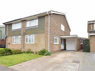 3 bed semi-detached house in Hythe