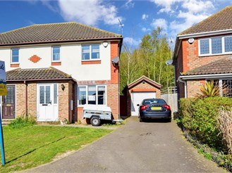3 bed semi-detached house in Sittingbourne